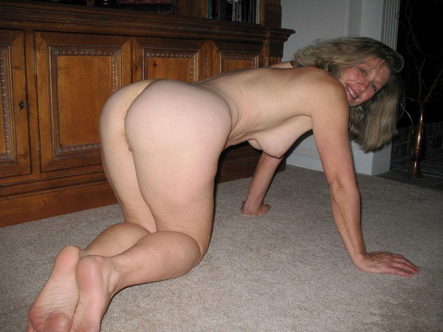 Wild MILFs - Hot Moms Naked Photos